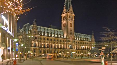 hamburg-rathaus-bei-nacht