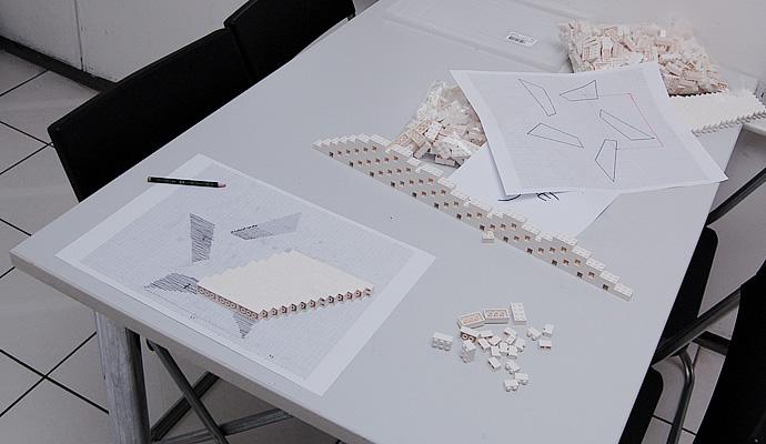 Bau des NPIRE Logos aus Legosteinen